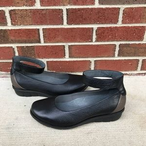 Dansko Jenna Black Leather Ankle Strap Shoes 42
